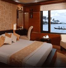 Kerala Houseboat Cruise Room