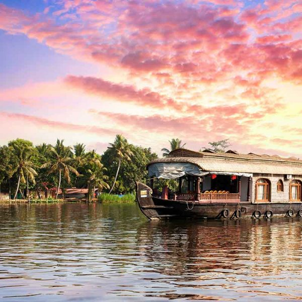 Munnar, Thekkady and Alappuzha – Funday Classic Package Tour
